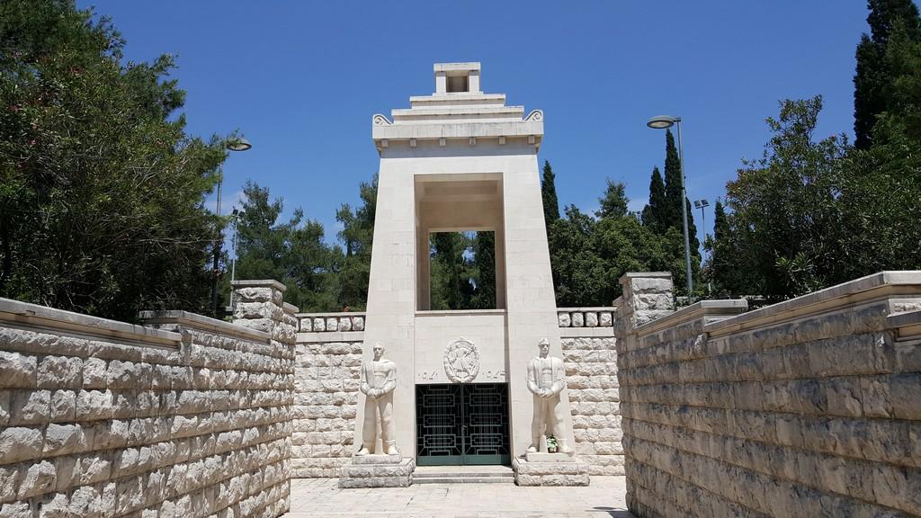 Spomenik Partizanu Borcu