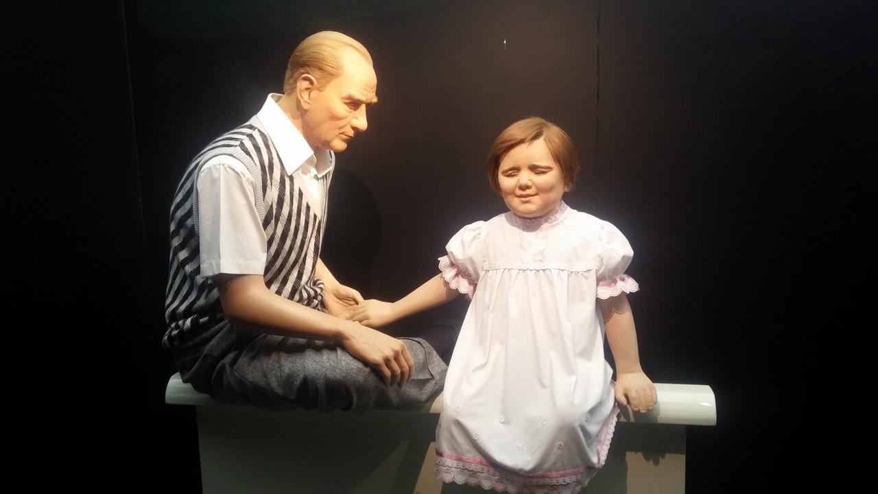 Balmumu Heykeller Müzesi: ATATÜRK ve manevi kızı Ülkü