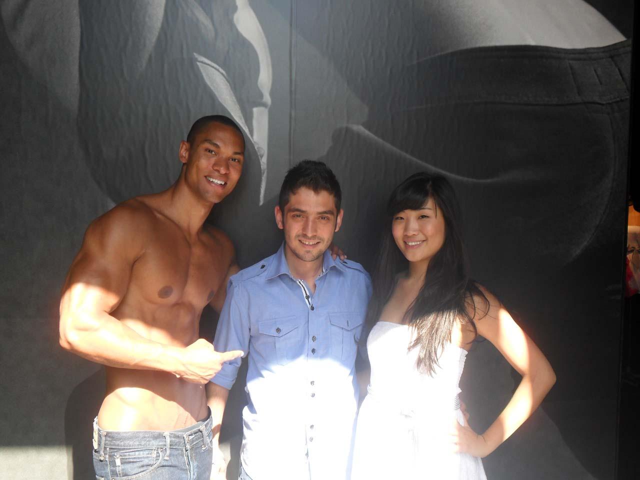 Abercrombie çalışanları bizimle fotoğraf çekilmek istedi :))