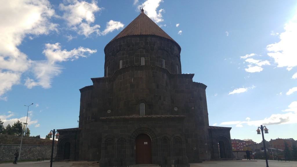 Kümbet Cami (Havariler Kilisesi)
