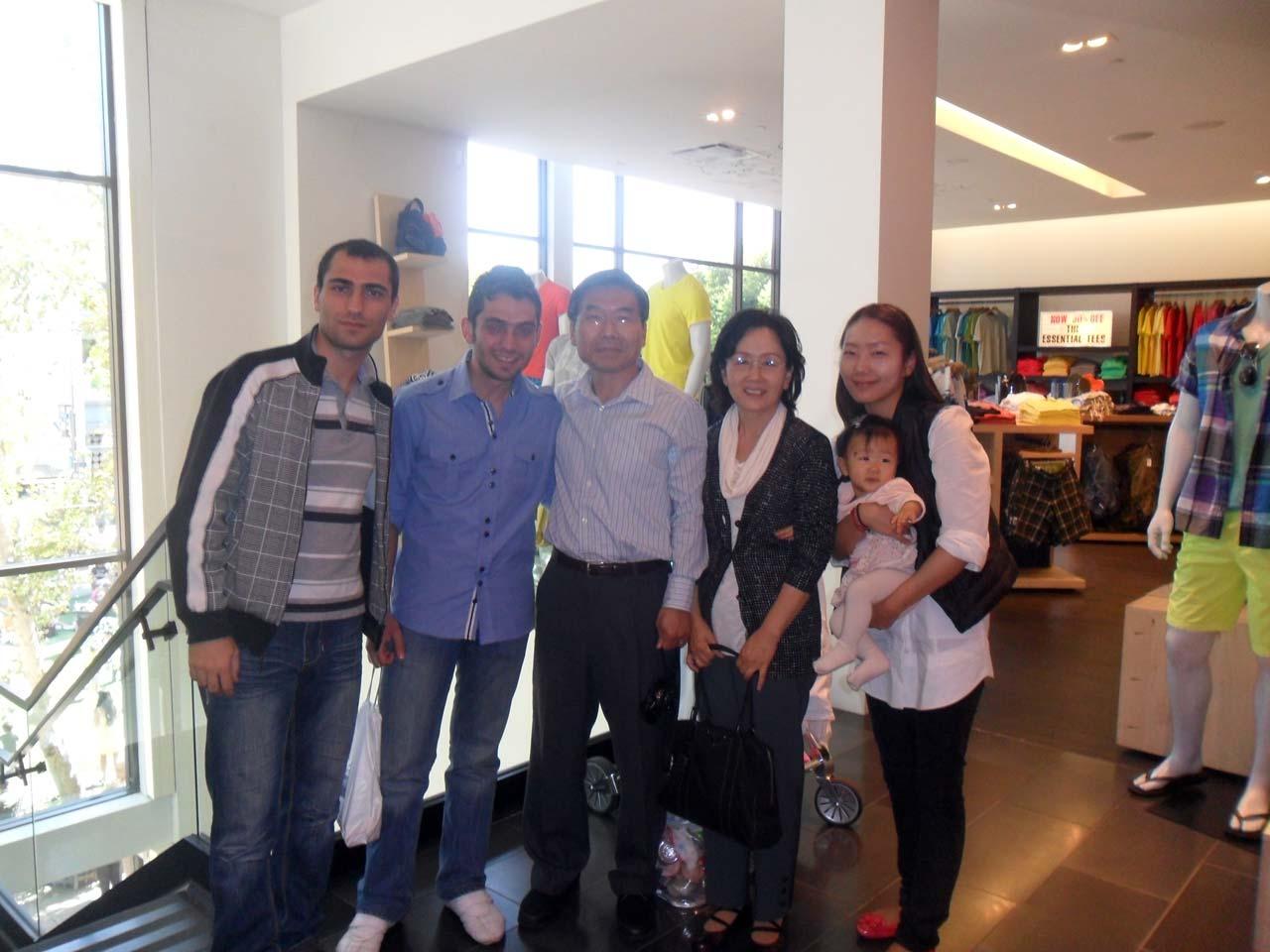 Bir alışveriş merkezinde karşılaştığımız, Samsun'da oturan Koreli aile