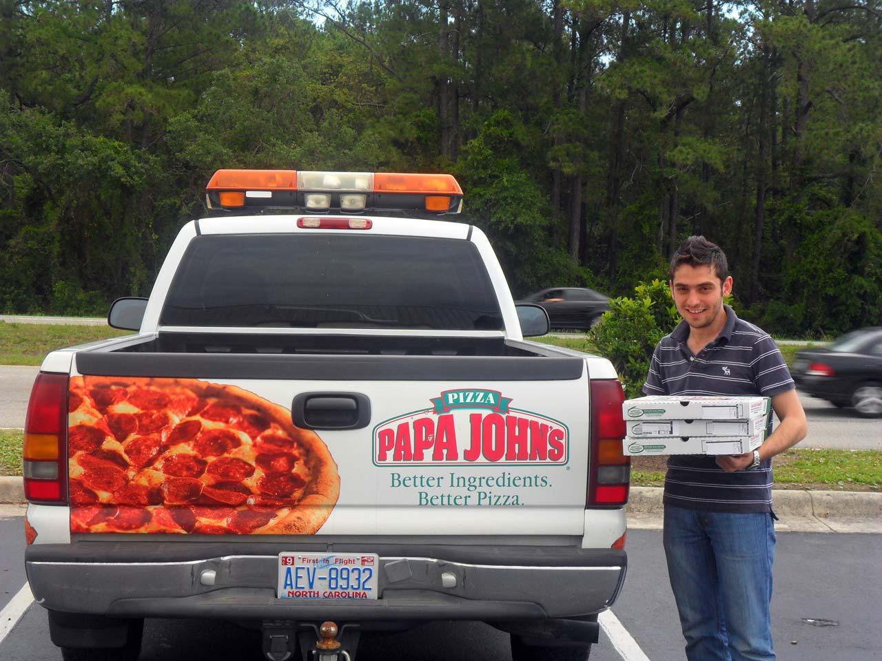 Ülkemizde sadece İstanbul'da şubesi bulunan Papa John's pizzalarını tattık.