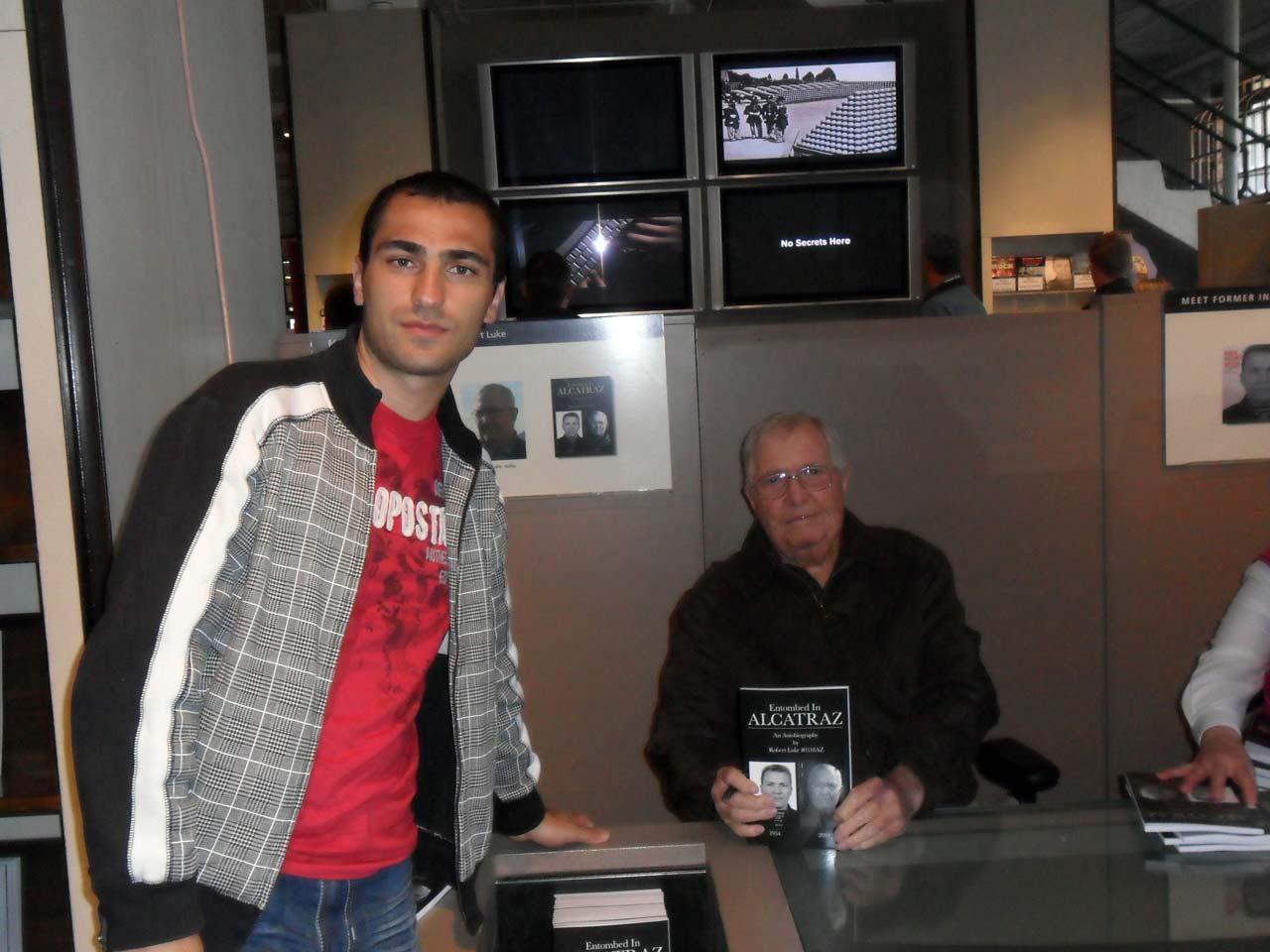 Bu adam eski bir Alcatraz mahkumu Robert Luke..