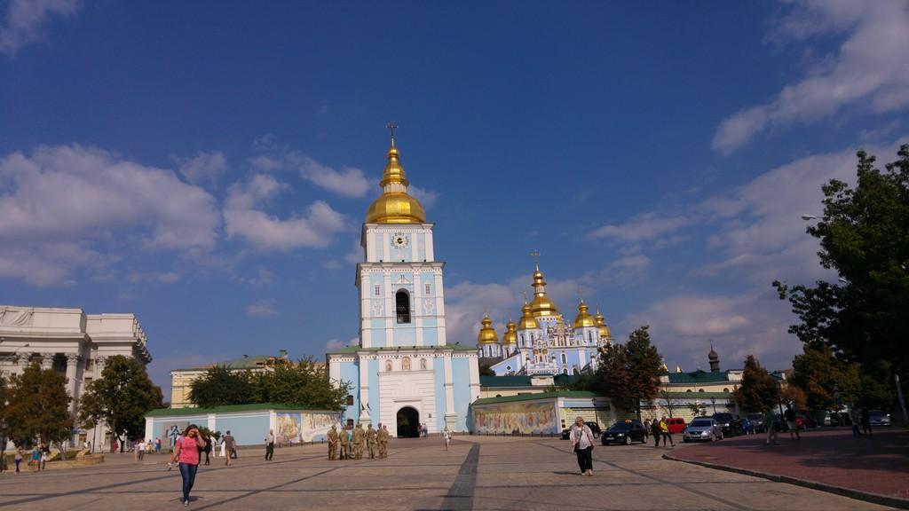 St. Michael's Golden-Domed Monastery – Gezmek Güzel Şey