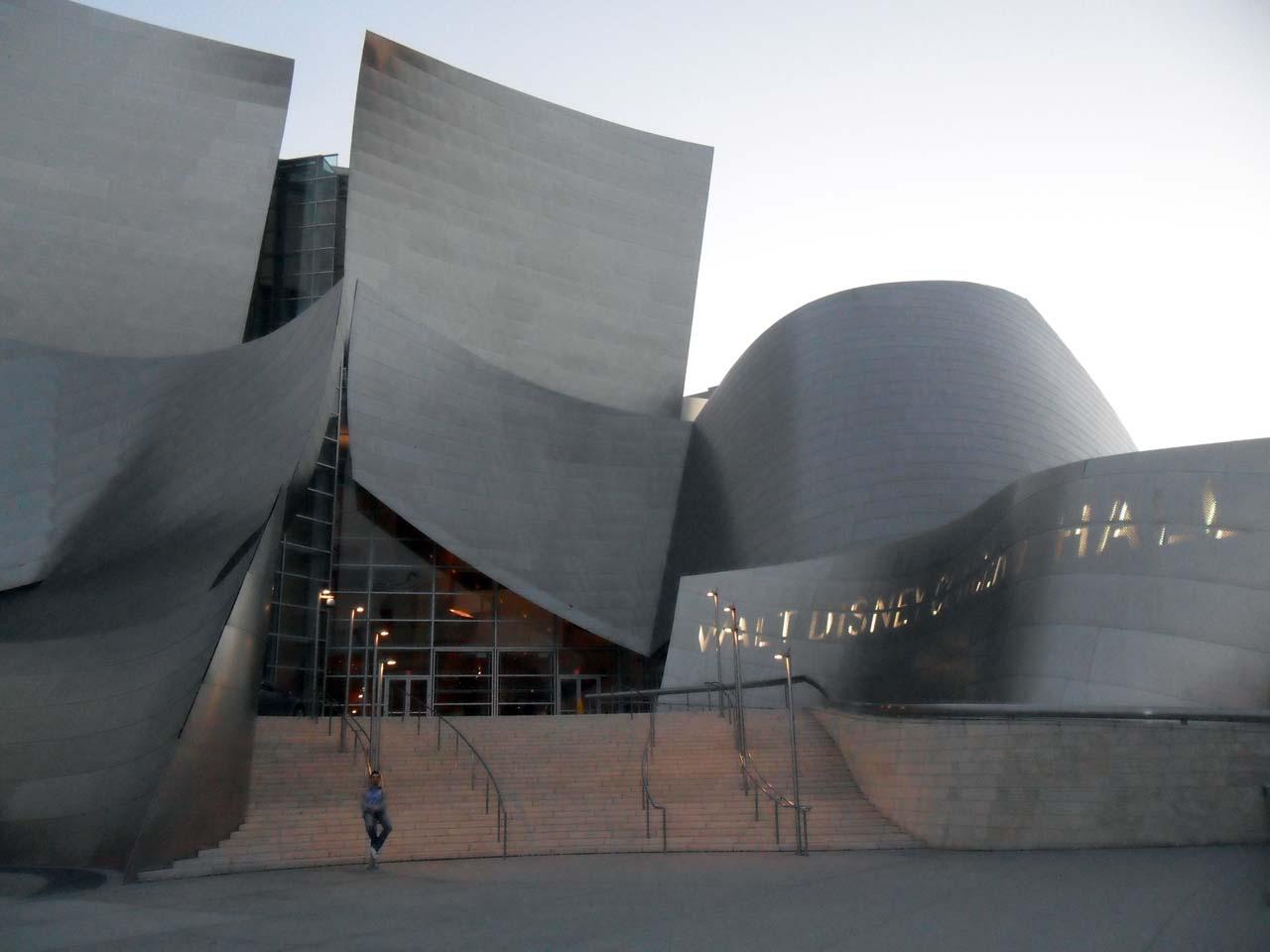 Walt Disney Hall..Oralarda bir yerlerdeyim 🙂