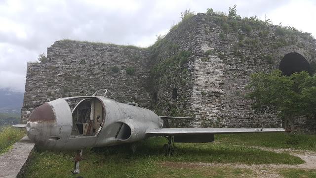 Gjirokaster Kalesi - Amerikan casus uçağı