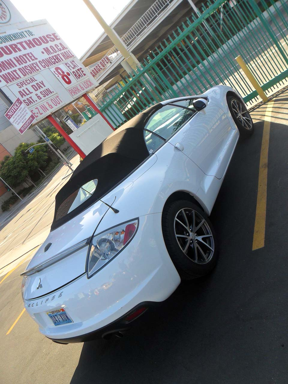 Otoparkta görüp çok beğendiğim bir araç ( İlerleyen fotoğraflarda sürpriz var..)