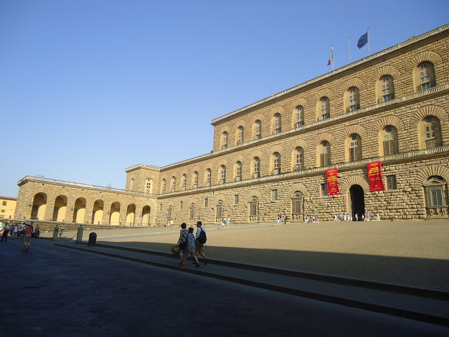 Pitti Sarayı ve Meydanı