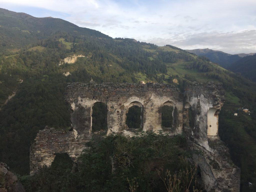 kustul manastiri